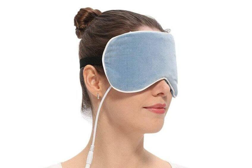 ホットアイマスクは繰り返し使えるUSB式がおすすめ!カバーも洗えるし安いぞ!使い捨てとはオサラバだ!